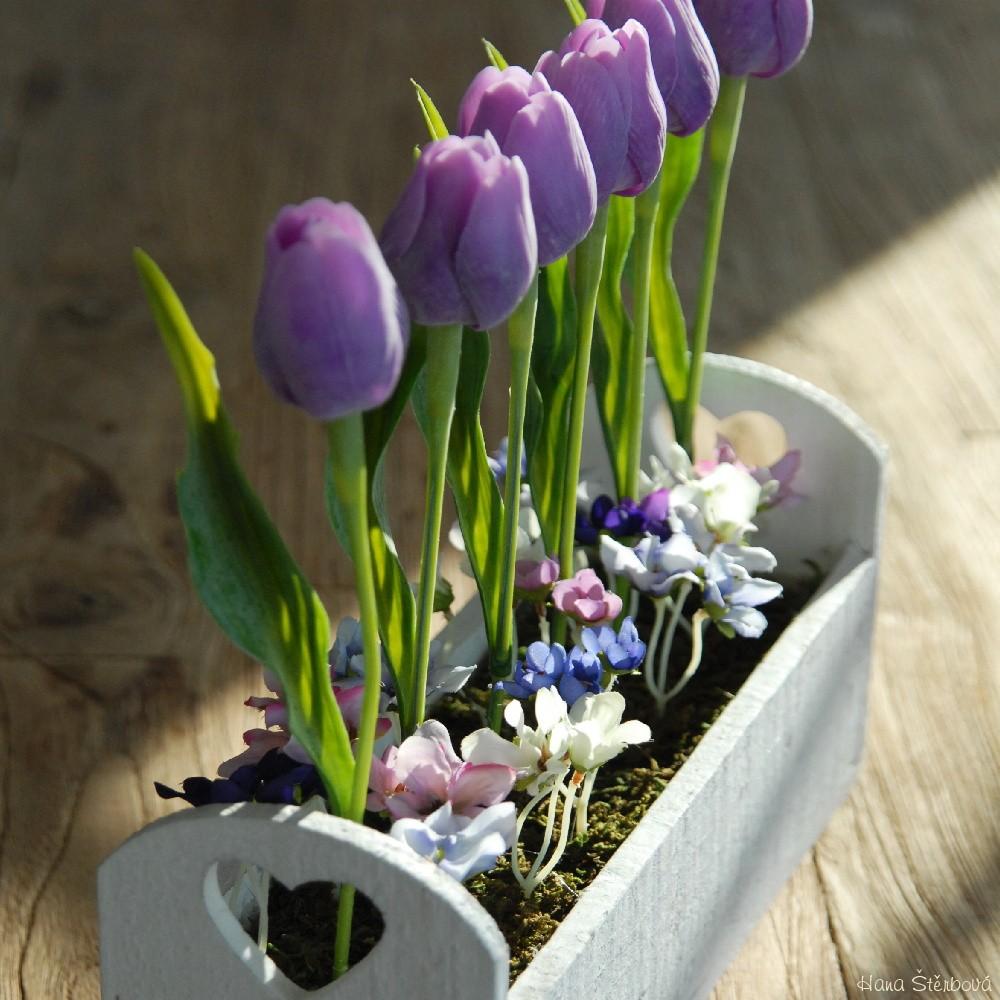 Fialove Tulipany V Krabici Prodane Dekorace Prodane Dekorace