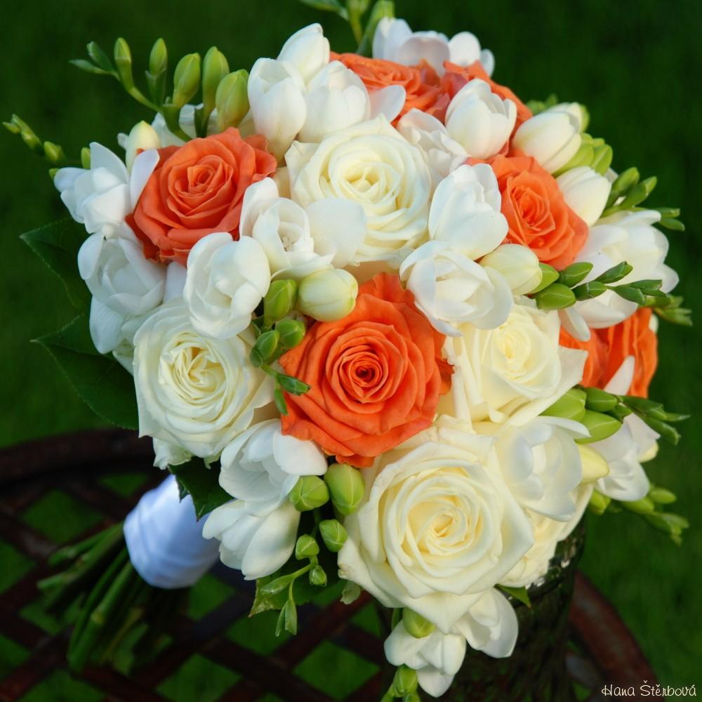 Bilo Oranzova Svatebni Kytice Svatebni Dekorace Svatebni