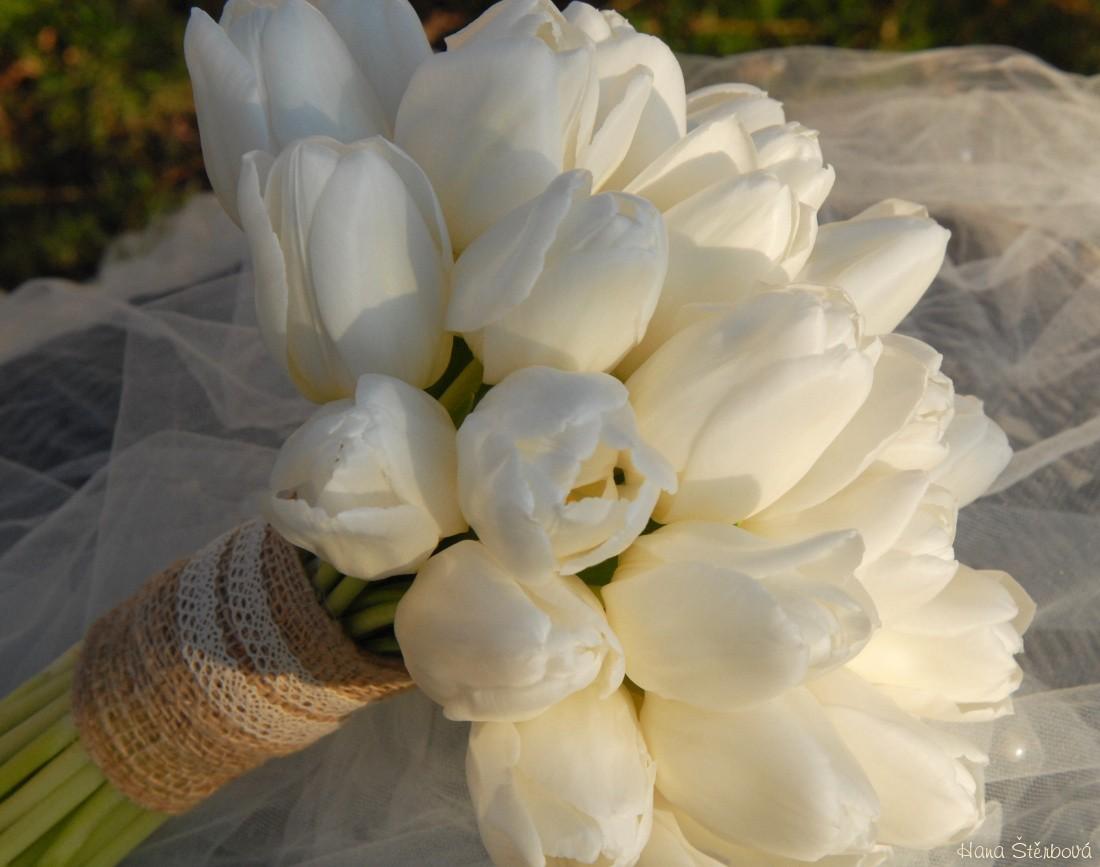 Jarni Svatebni Kytice S Tulipany Svatebni Dekorace Svatebni