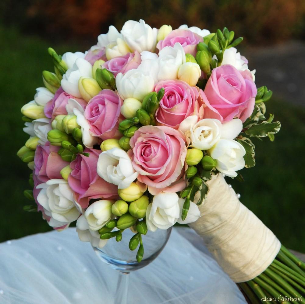 Romanticka Svatebni Kytice Do Ruzova Svatebni Dekorace Svatebni